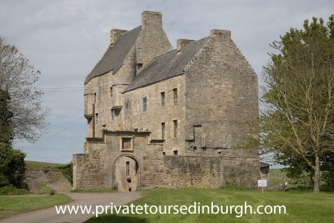 Day trip from Edinburgh to Lallybroch & Hopetoun House...